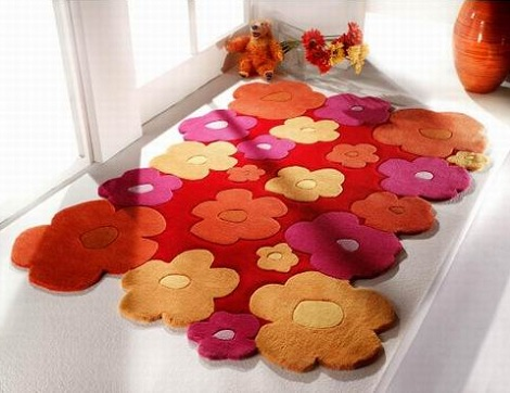 alfombra nina flores