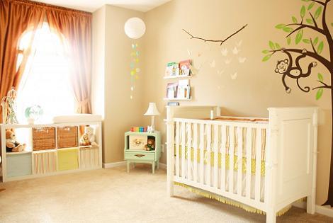 Fantástica habitación de bebé beige