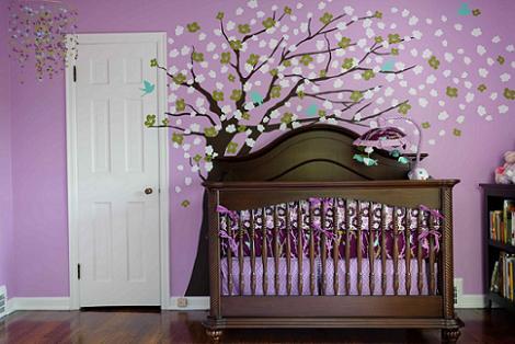 Habitación de bebé lila