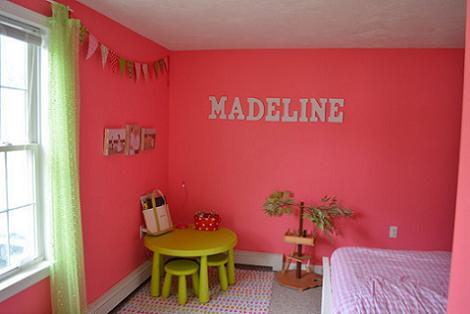 Habitación rosa y verde