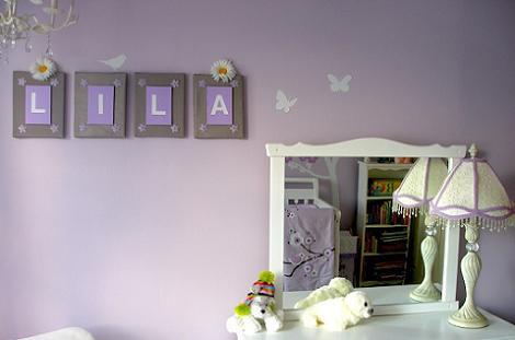 Lila habitación infantil