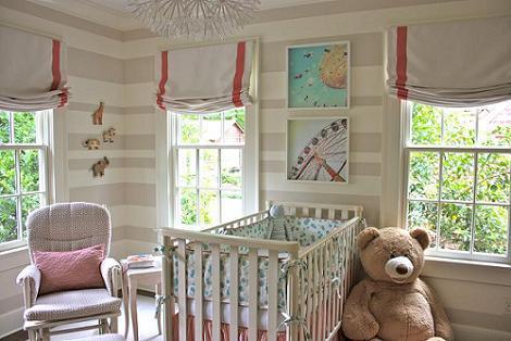 Habitación de bebé a rayas