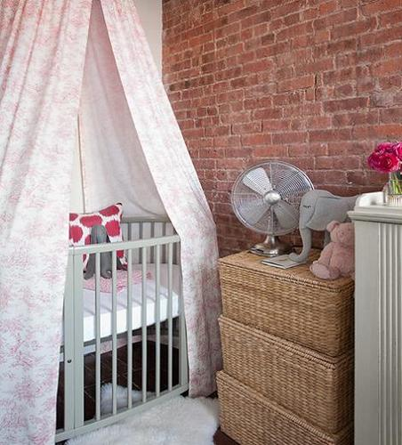 Habitación de bebé sencilla