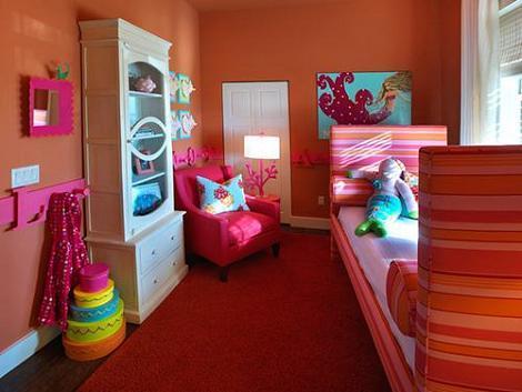 Dormitorio naranja y rosa