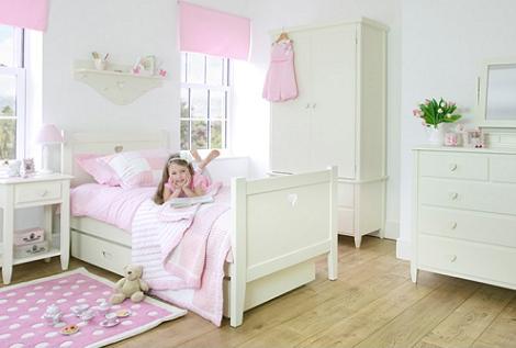 habitación para niña en color blanco
