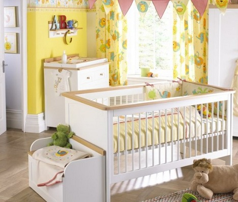 pintar habitacion bebe amarillo cenefa