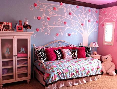 Habitación azul y rosa