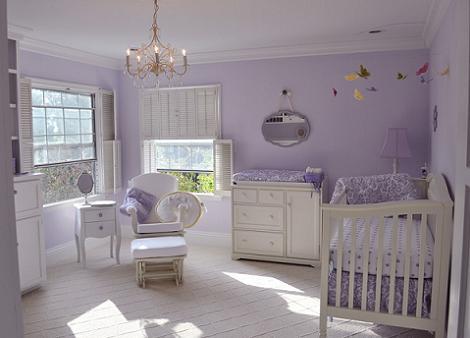 Habitación de bebé color lavanda
