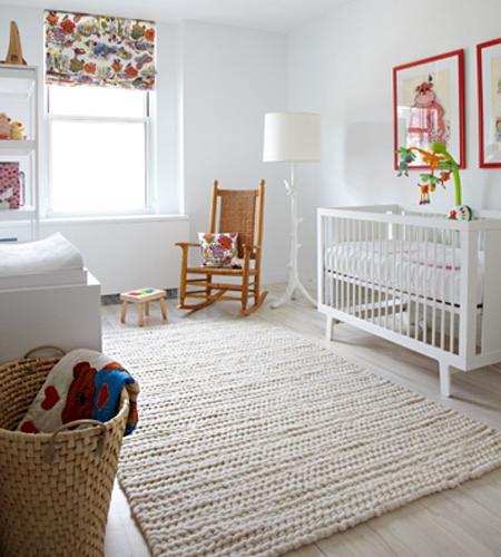 Habitación blanca de bebé