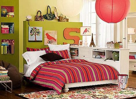 Dormitorio verde y rosa