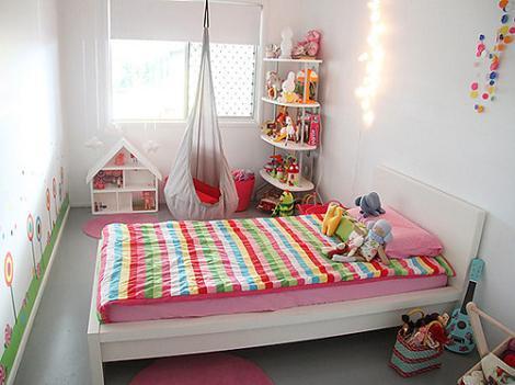 Habitación infantil blanca
