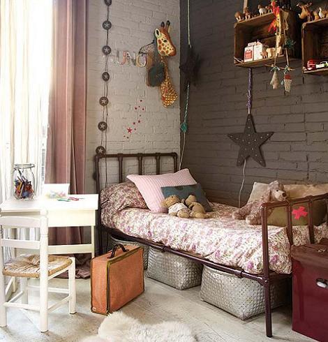Dormitorio de niña industrial