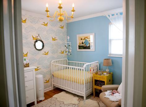 Dormitorio de bebé amarillo y azul
