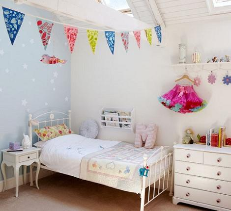 Habitación rústica de niña