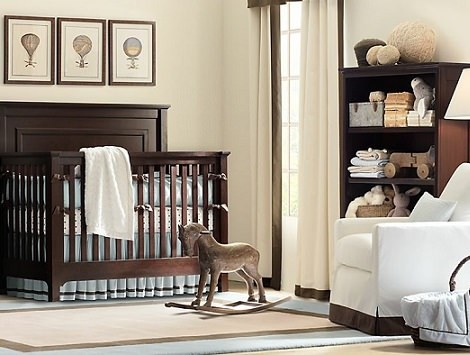 habitción de bebé de madera clásica